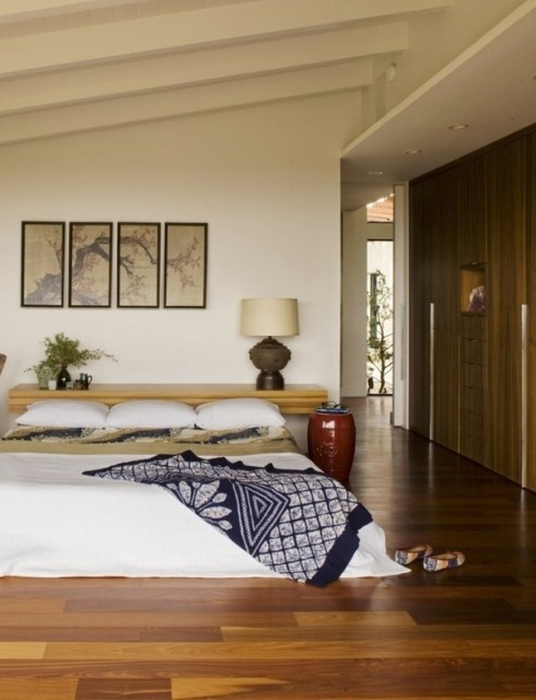asian-style-bedroom-design-side-table-wood-floor-wall-paintings