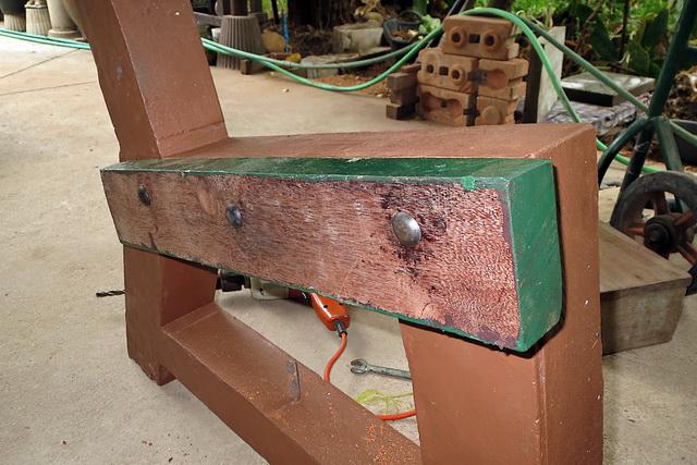 concrete-bench-in-garden-diy-38