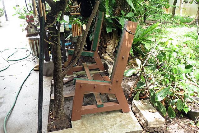 concrete-bench-in-garden-diy-43