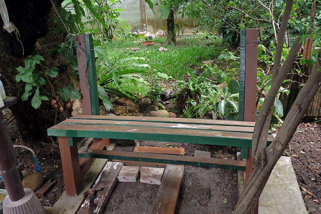 concrete-bench-in-garden-diy-44