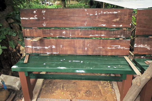 concrete-bench-in-garden-diy-50