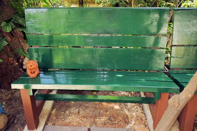 concrete-bench-in-garden-diy-54