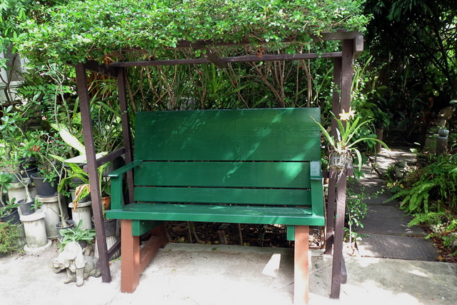 concrete-bench-in-garden-diy-56