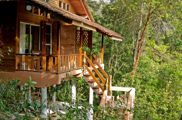 eco-wooden-resort-cottage-in-jungle-3