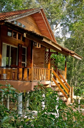 eco-wooden-resort-cottage-in-jungle