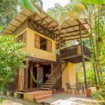 บ้านไม้มีใต้ถุนกลางสวนป่า โปร่งโล่งเข้ากับธรรมชาติ ตามแบบฉบับวิถีสโลว์ไลฟ์