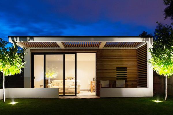 small-modern-house-in-backyard-garden-1