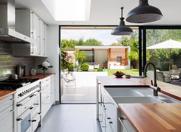 small-modern-house-in-backyard-garden-2