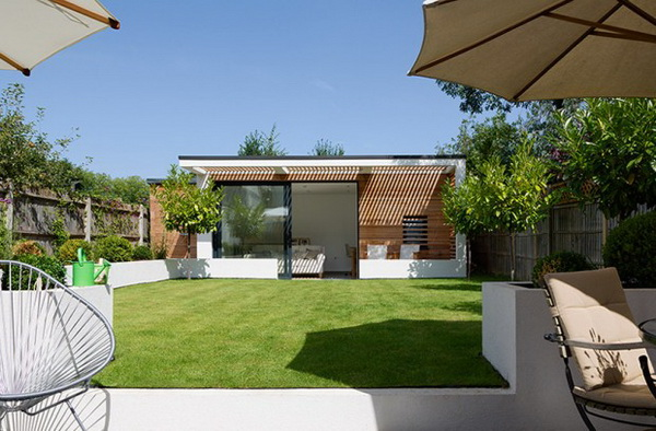 small-modern-house-in-backyard-garden-5