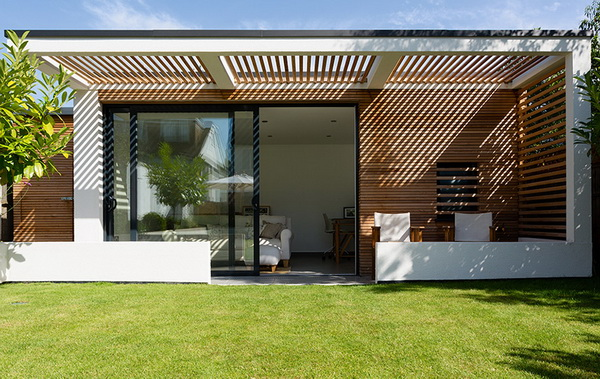 small-modern-house-in-backyard-garden-6