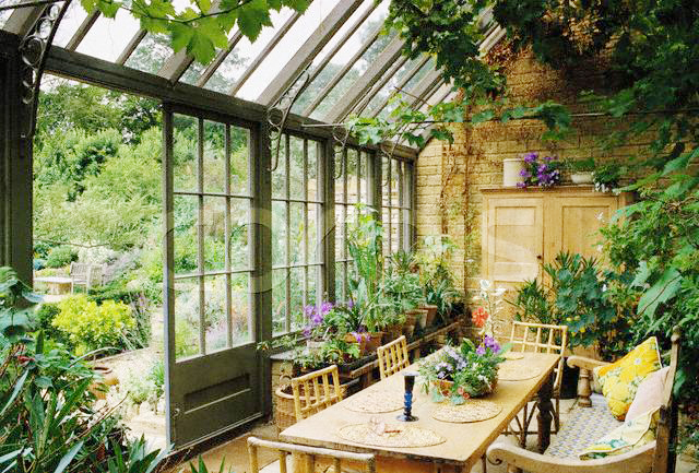 ca. 1980s-1990s --- Conservatory --- Image by © Elizabeth Whiting & Associates/CORBIS