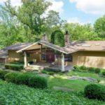 บ้านไม้ท้านสวน สไตล์คอทเทจ ตกแต่งสวยงามเรียบง่าย รองรับการใช้ชีวิตที่อิงแอบธรรมชาติ