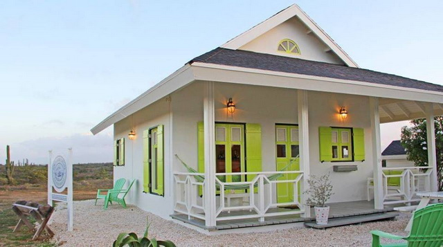 small-white-green-cottage-house-1