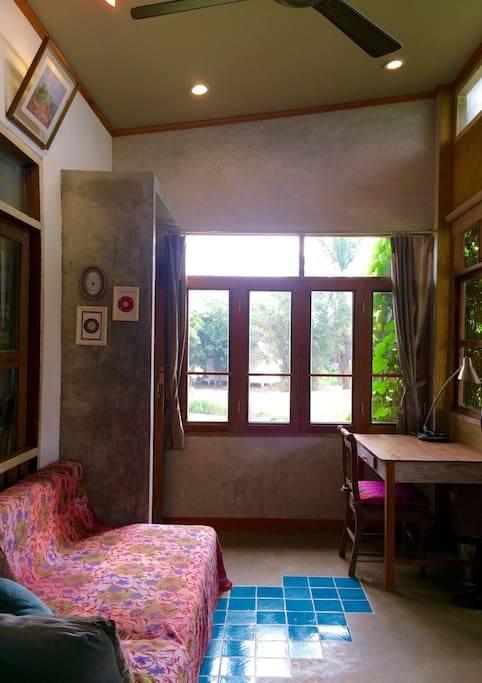 1 storey raw concrete retreat house (12)