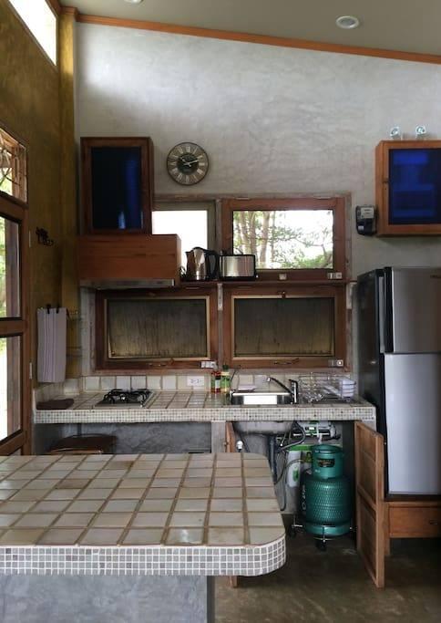 1 storey raw concrete retreat house (14)