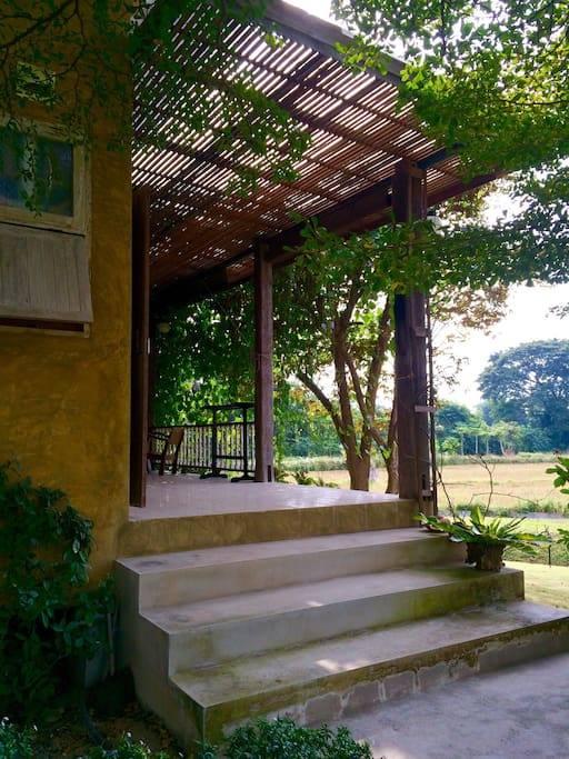 1 storey raw concrete retreat house (4)