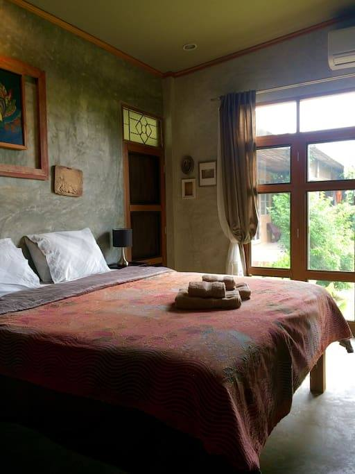 1 storey raw concrete retreat house (6)