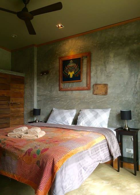 1 storey raw concrete retreat house (7)