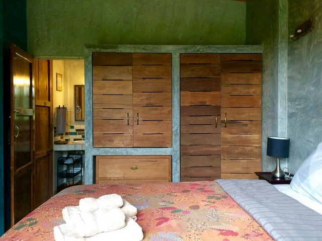 1 storey raw concrete retreat house (8)