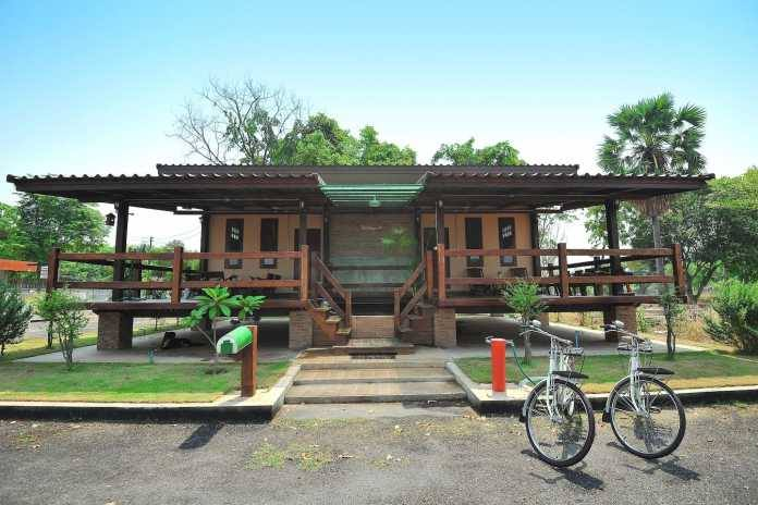 1 storey traditional thai house with wide patio (1)