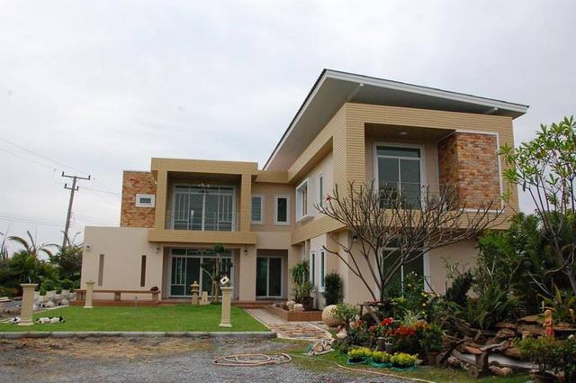 2-storey-150-sqm-modern-house-review-1