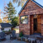 บ้านสวนหลังเล็กๆ บนขนาดที่จำกัด พร้อม 1 ห้องนอนบนชั้นลอย ตกแต่งด้วยงานไม้ทั้งหลัง