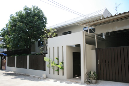 30 yrs townhouse renovated into gorgeous single house review (3)