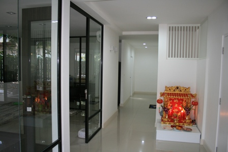 30 yrs townhouse renovated into gorgeous single house review (9)