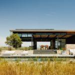 บ้านตากอากาศ สไตล์โมเดิร์น ดีไซน์โปร่งโล่ง รองรับการพักผ่อนร่วมกับธรรมชาติ