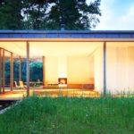 บ้านตากอากาศขนาดเล็ก ดีไซน์ไว้อิงแอบธรรมชาติ รองรับการพักผ่อนที่เงียบสงบ
