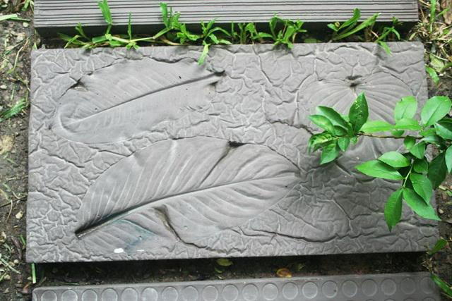 concrete-walk-path-for-your-garden-diy-1