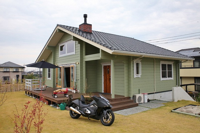 cozy-wooden-green-cottage-house-1