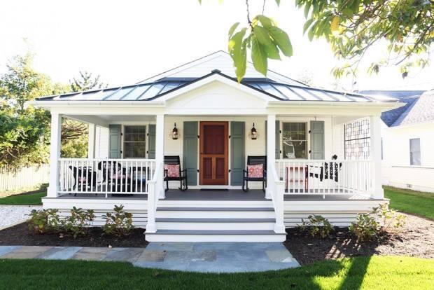 lovely coastal white cottage house (1)