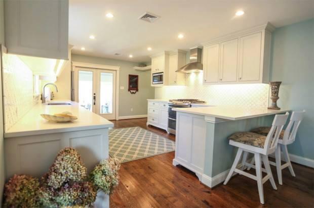 lovely coastal white cottage house (8)
