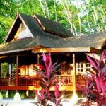บ้านไม้ยกพื้นพร้อมระเบียงโปร่งรับลมเย็น เสน่ห์แบบดั้งเดิม สัมผัสบรรยากาศแบบเรือนไทย