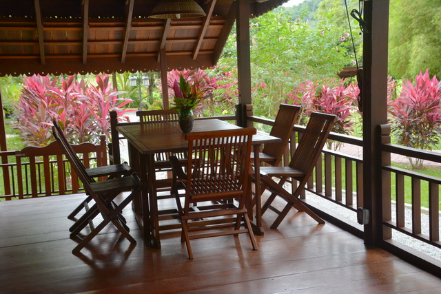 malay-traditional-house-with-airy-patio-2