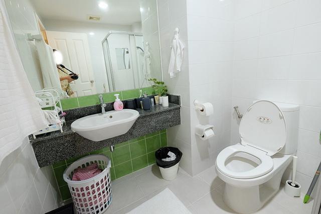 monotone bathroom condo renovation (2)