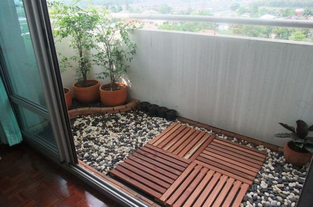 narrow condo patio garden review (10)