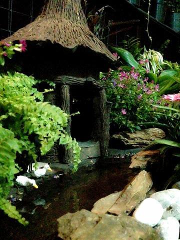 small waterfall garden condo patio (18)