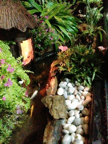 small waterfall garden condo patio (19)