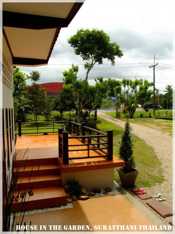 thai country half wood half concrete house review (16)