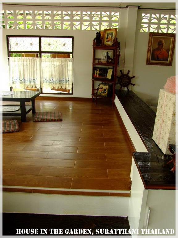 thai country half wood half concrete house review (18)