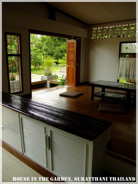 thai country half wood half concrete house review (19)