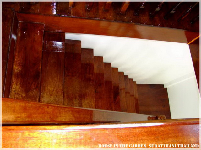 thai country half wood half concrete house review (24)