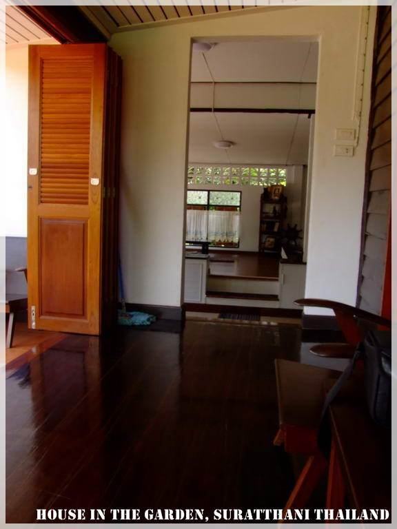 thai country half wood half concrete house review (46)