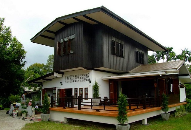 thai country half wood half concrete house review cover