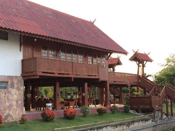 thai oriental wooden house with floating pavilion (3)