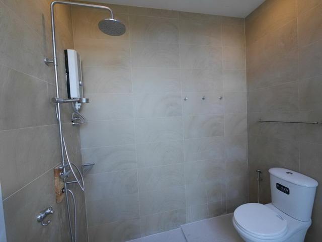 white resort bathroom renovation (7)