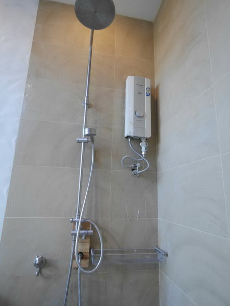 white resort bathroom renovation (8)