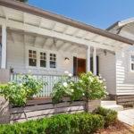 แบบบ้านไม้สีขาว สไตล์วินเทจ เน้นความอบอุ่นภายใต้กลิ่นอายดั้งเดิม เติมความสดใสให้ชีวิตครอบครัว